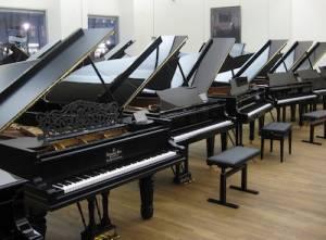 many_pianos